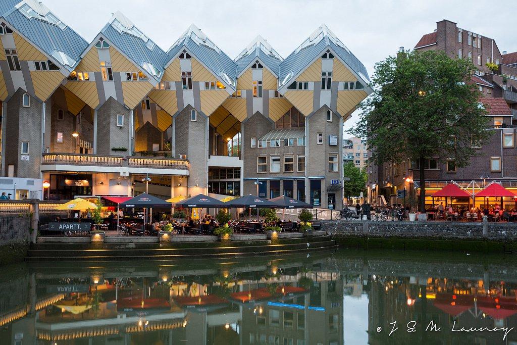 Terrasjes onde de kubuswoningen van Piet Blom